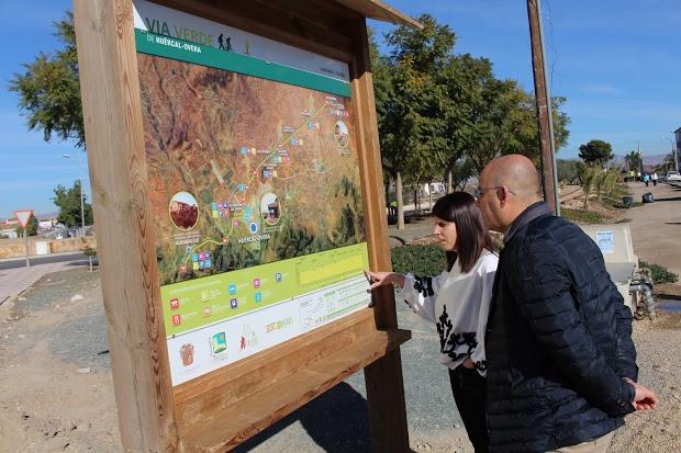 Paneles con información e historia en la Vía Verde de Almendricos